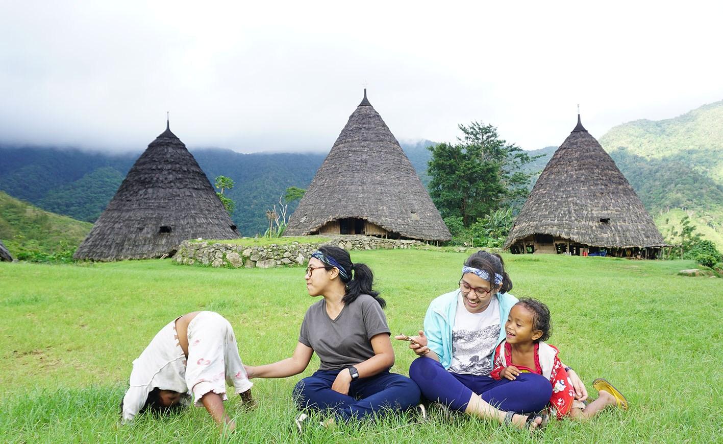 Upacara Adat Penti Wae Rebo + Overland Flores