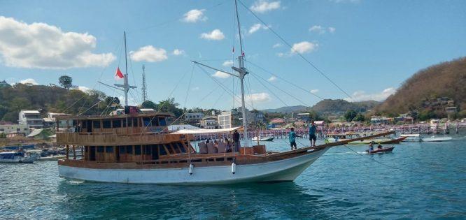 kapal arimbi private trip komodo 003