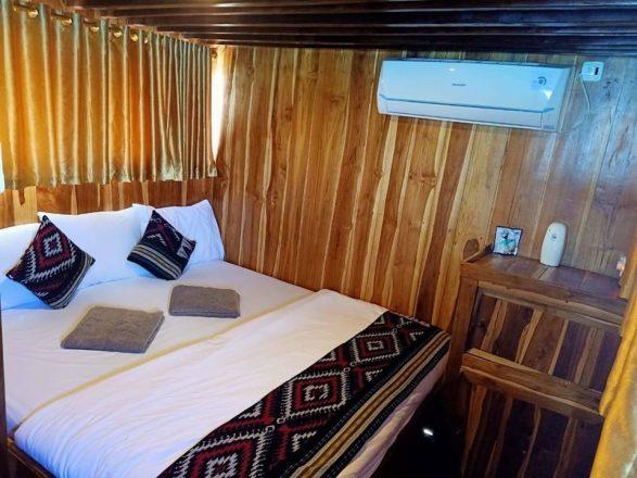 kapal arimbi private trip komodo cabin 001