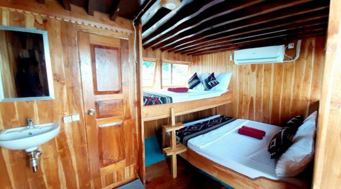 kapal arimbi private trip komodo cabin 002