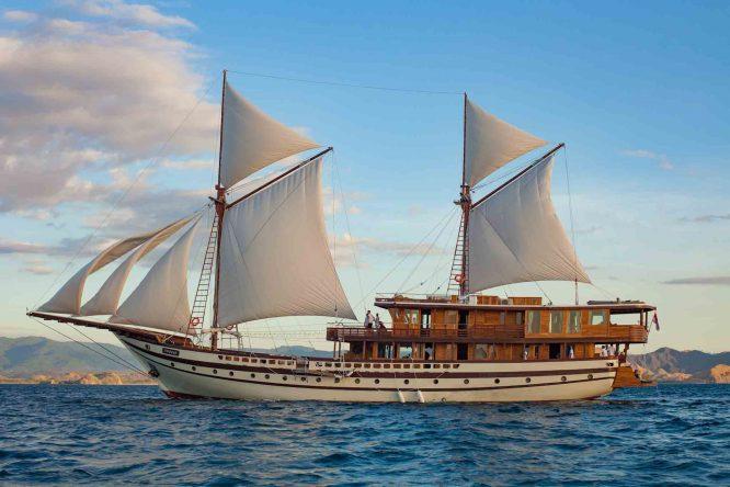 sewa kapal prana by atzaro liveaboard 004